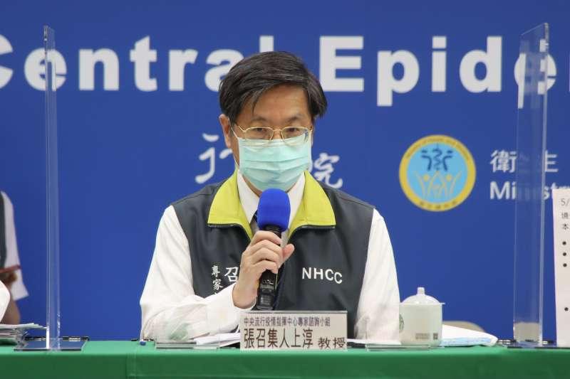 中央流行疫情指揮中心專家諮詢小組召集人張上淳(見圖)表示,不能說有在3個地方被發現感染者,就是有3個平行傳播鏈。(中央流行疫情指揮中心提供)