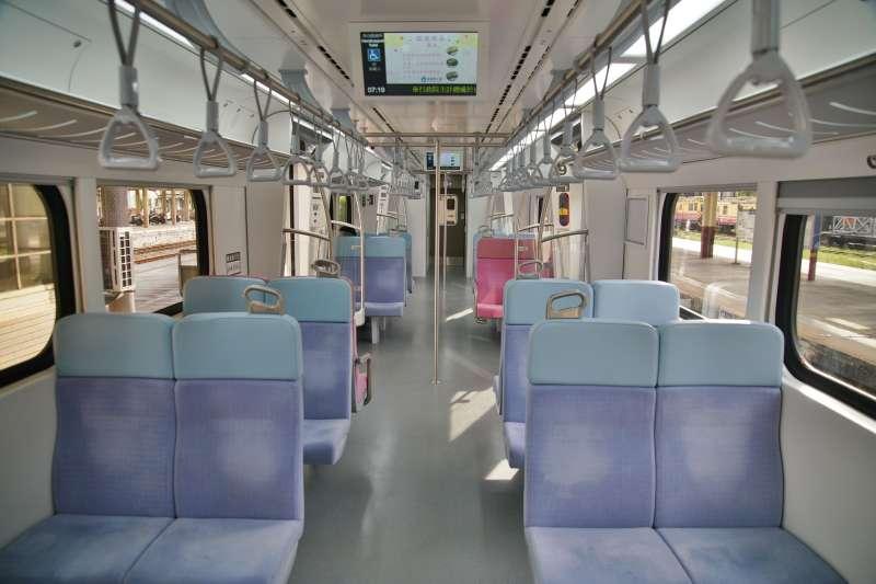 20210517-本土疫情升溫,台鐵宣布旅客即日起不得持電子票證搭乘對號自強號等列車,並增開區間快車供旅客分流搭乘。(盧逸峰攝)