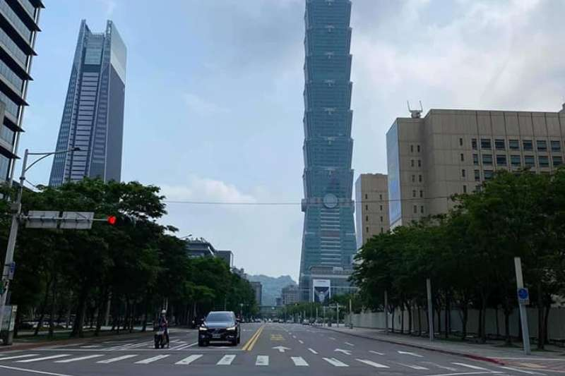 宛若空城的信義區。(圖/網友Tsungnan Yuan提供)