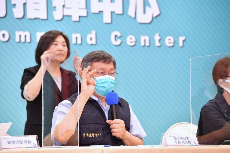 台北市長柯文哲(見圖)表示,北市大型醫院未來只有2選擇,包含成立院內專責病房,或者提供一定比例醫護供市府調度。(台北市政府提供)