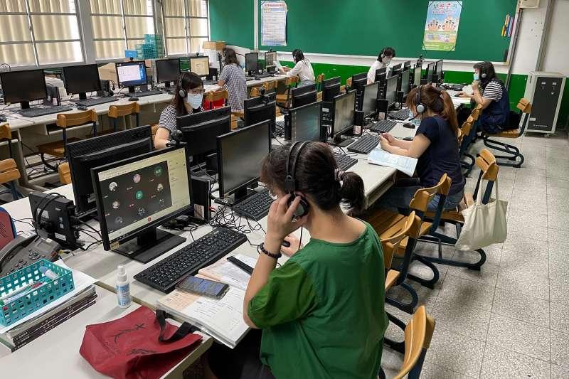 因應停課不停學,教師透過遠距教學等5種以上授課模式,讓學生在家也可運用豐富學習資源達成停課不停學。(圖片來源:新北市教育局)
