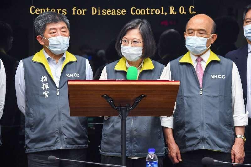 地方與中央抗疫不同調,總統蔡英文臉書發文挺中央疫情中心。(資料照片,指揮中心提供)