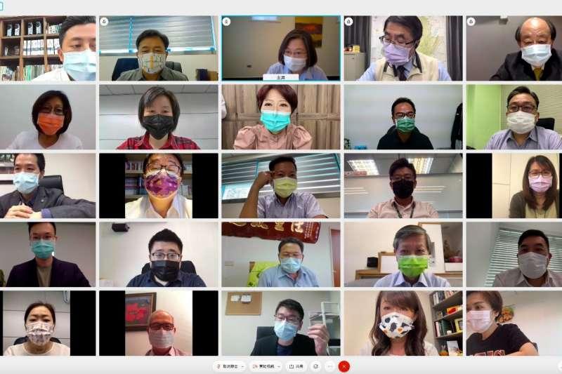 因應疫情,民進黨19日中常會以視訊方式舉行。(民進黨中央提供)