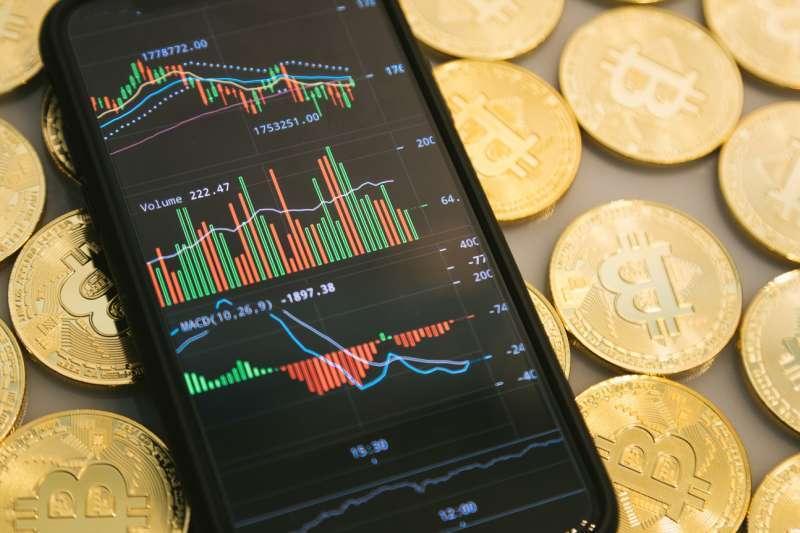 期貨交易人應分析自我交易屬性,並嚴守資金控管,了解交易風險。(圖/pakutaso)