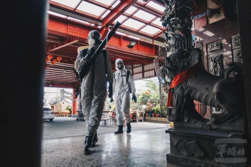 20210519-中部陸軍36化學兵群,連2天在彰化協助地方實施清消。(軍聞社提供)