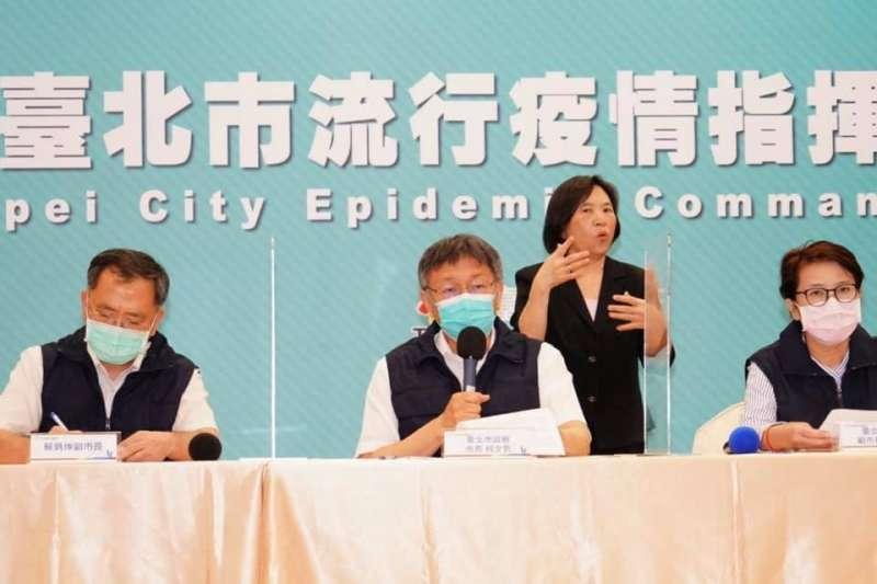 有民眾指出記者會手語老師不戴口罩,台北市發言人林珍羽特別說明。(圖/取自林珍羽臉書)