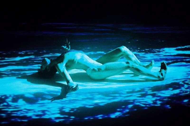 張曉雄作品《浮士德之咒》,台北越界舞團2007,舞者為張建民(張曉雄提供)