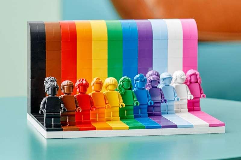 丹麥知名玩具公司樂高將推出一套彩虹主題的玩具(取自@LEGO_Group/Twitter)