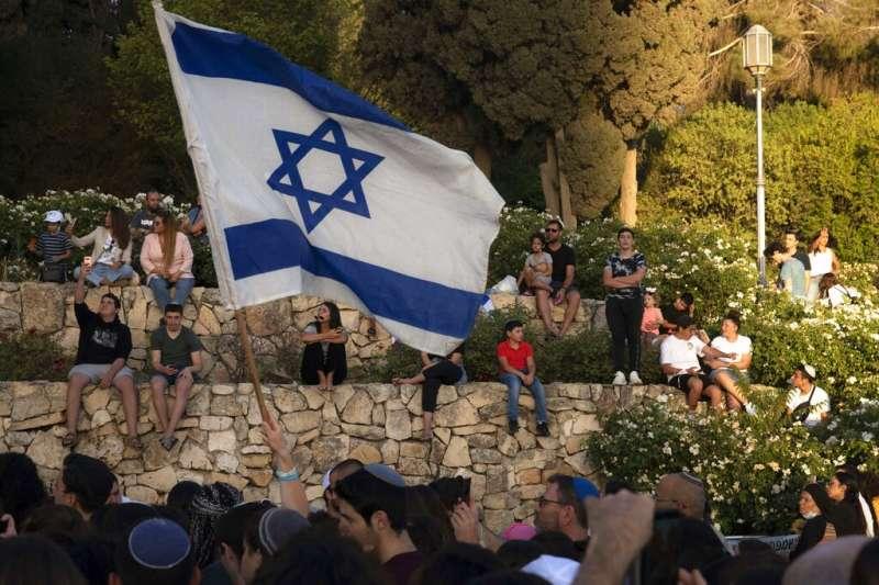 以色列民眾在耶路撒冷的總理辦公室外示威,要求哈瑪斯立刻釋放遭囚的以國士兵與平民。(資料照,美聯社)