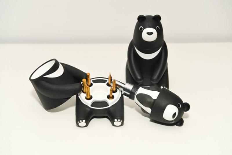 股東會紀念品熊愛台灣棘輪起子工具組,延後發送。(圖/中鋼公司提供)