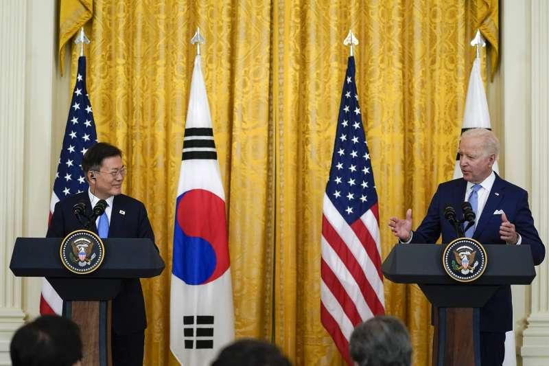 2021年5月21日,拜登總統與來訪的南韓總統文在寅在白宮舉行聯合記者會 (美聯社)