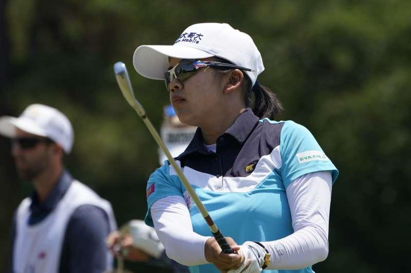 2021年5月23日,台灣旅美高球好手徐薇淩在LPGA純絲錦標賽最後一輪打出68桿,累計以低於標準桿13桿的271桿,奪下冠軍。(AP)