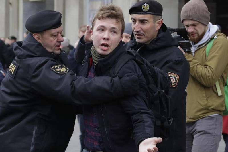 白俄羅斯當局5月23日迫使愛爾蘭瑞恩航空一架客機轉降在首都明斯克,逮捕了搭乘這架班機的反對派人士普羅塔塞維奇。(AP)
