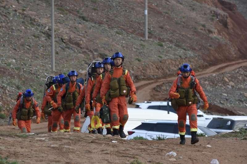 021年5月22日,中國甘肅一場馬拉松比賽導致21名選手死亡,出動1200多名搜救人員。(AP)