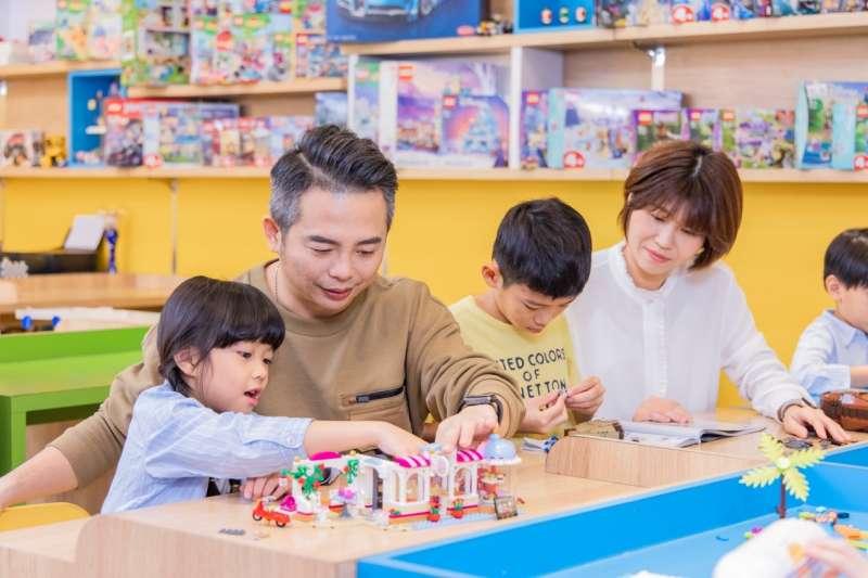 越來越多家長選擇讓小孩到愛蒂莫樂高空間培養專注力(照片提供:愛蒂莫)
