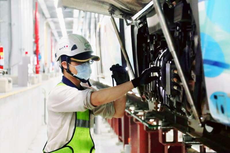 20210527-淡海輕軌宣布因應防疫警戒減班,同時加強檢修作業。(新北捷運公司提供)