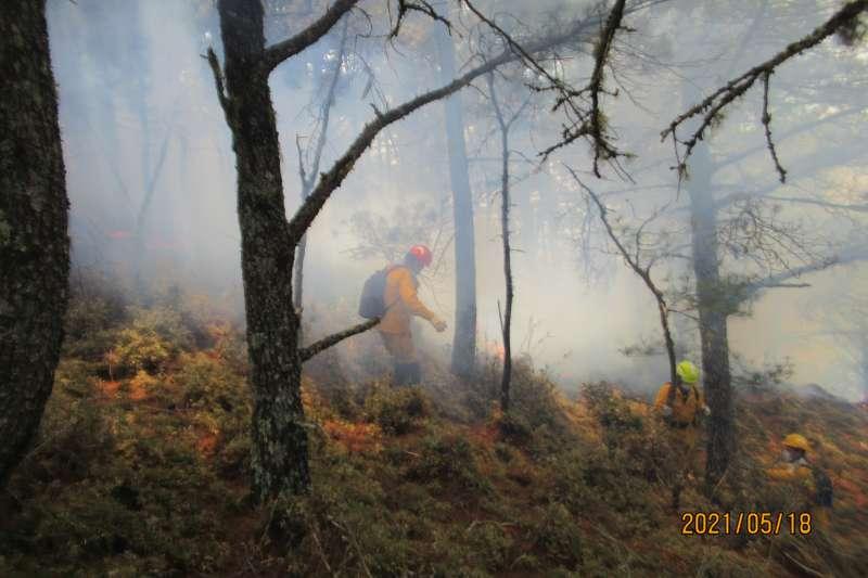 現場濃煙之大,搶救人員看不清楚方向。(圖/玉管處提供)