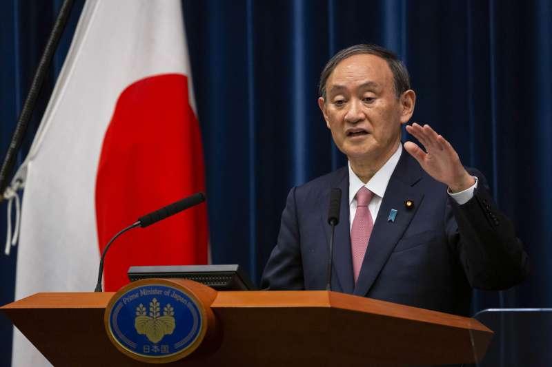 矢板明夫表示,產經新聞獨家報導日本援台疫苗,後來日本首相菅義偉(見圖)也證實此事、其他日媒則紛紛跟進,這其實是日本政府策劃的操作。(資料照,美聯社)