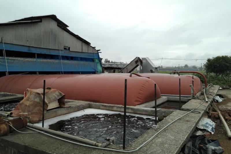 畜牧廢水設施處理情形。(圖/高市環境保護局提供)