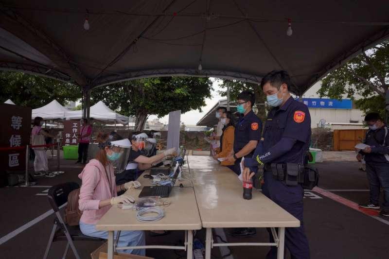 因應本土疫情,新竹市28日成立全台首座「專責疫苗接種站」。(新竹市政府提供)