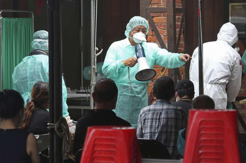 2021年5月,台灣新冠肺炎疫情急遽升高,各熱區設置新冠病毒快篩檢驗站(AP)