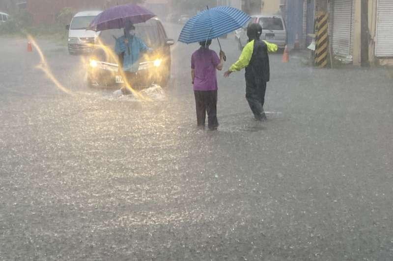 上波強降雨造成台灣中部地區淹水災情嚴重。(圖/彰化縣政府提供)