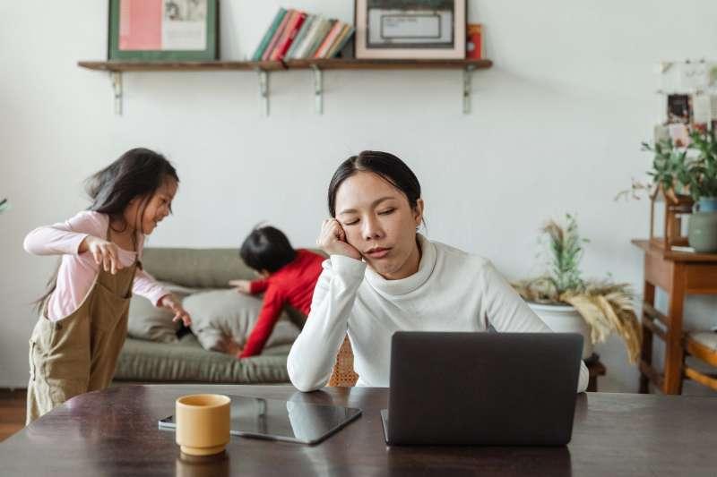 居家上班常常注意力不集中,這4個實用方法幫你更有效率完成工作。(圖/取自Pexels)