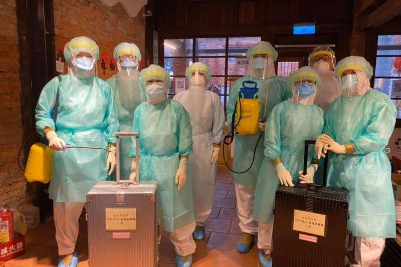 過去這三週,是這群醫護人員守護著萬華。(圖/取自當事者臉書)