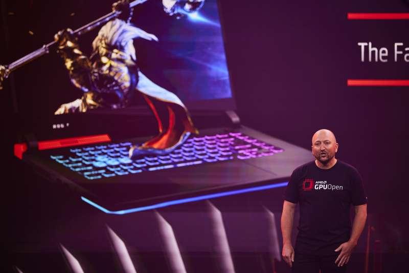 AMD全球副總裁暨繪圖事業群總經理Scott Herkelman指出,Radeon RX 6000M系列行動顯示卡提供多達1.5倍的世代效能提升
