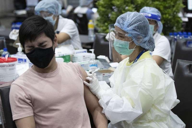 2021年5月25日,泰國空服員接種中國科興疫苗(AP)