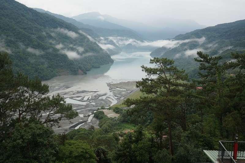 連日降下的梅雨為台灣帶來大量雨水,其中霧社水庫獲得的雨量更是全台水庫中的第一名。(圖/取自維基百科)