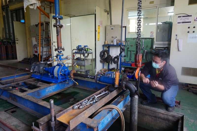 殷聖工程在屏東加工出口區園區的廠房,正在進行產品測試。(圖/王宣喬)