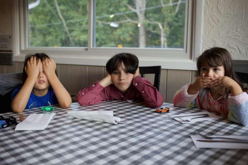 英國最新研究顯示,學校停課對母親的精神健康造成嚴重影響(Keren Fedida@Unsplash)