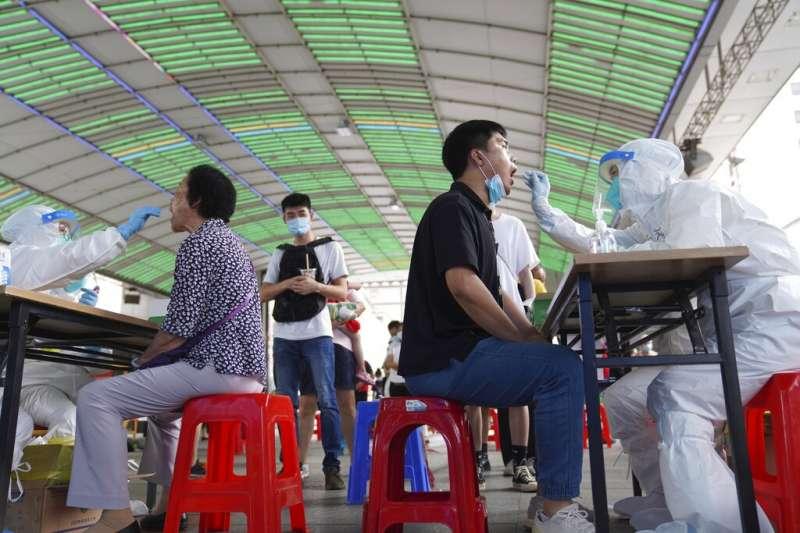 變種病毒讓廣東疫情近日升高,中國政府也加緊在當地的篩檢腳步。(美聯社)