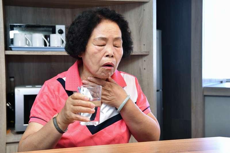 根據統計,21.8%吞嚥困難患者每週至少會發生3次進食嗆咳,等同於台灣有8萬名65歲以上長者陷肺炎危機