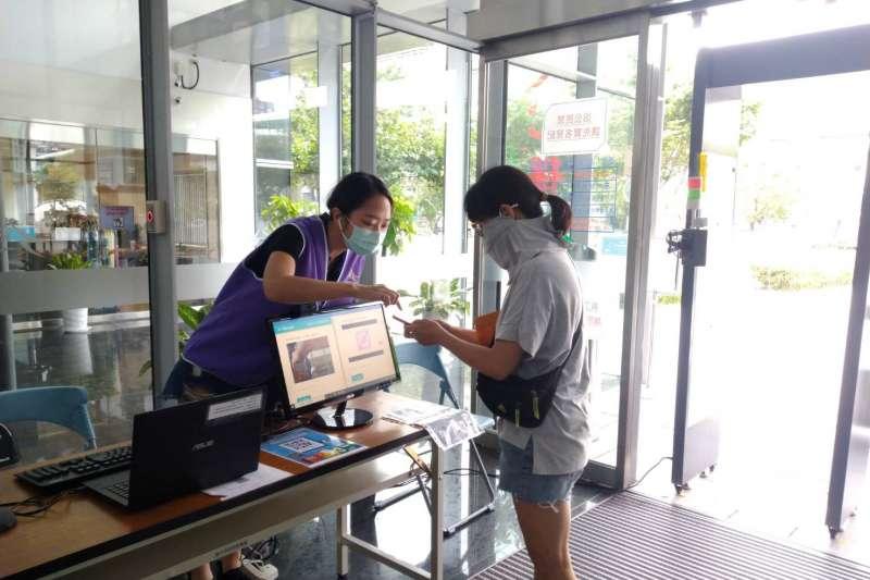 因應暑假期間青年學子工讀需求,中市府透過email履歷代收,推出「暑期工讀系列徵才」,提供14家民間企業、超過380個工作機會。(圖/臺中市政府提供)