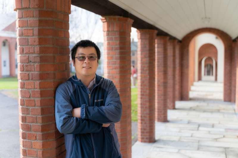 20210604-12月13日,王念雙在康乃狄克州紐哈芬市耶魯神學院合影留念。(GAO TIANPEI/CHINA DAILY,作者提供)