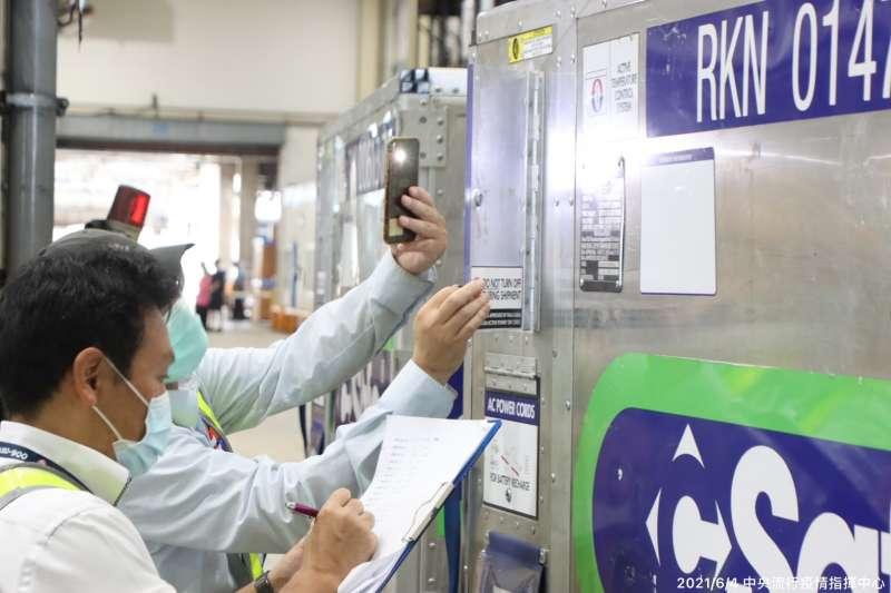 日本贈送的AZ疫苗11日陸續配送,其中高雄獲9萬1000劑多於新北市,引發討論。(資料照,中央流行疫情指揮中心提供)