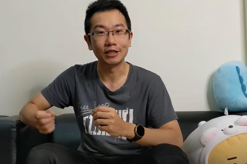 台大醫院兒科醫師蒼藍鴿在個人YouTube分享自己施打AZ疫苗後的副作用症狀,呼籲大眾「能打到的疫苗就是最好的疫苗。」(圖/擷取自YouTube@ 蒼藍鴿的醫學天地)