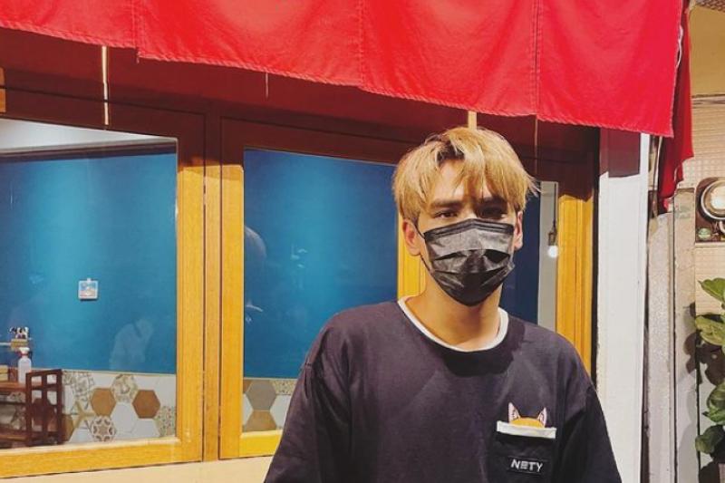 藝人陳零九宣布確診新冠肺炎,今日拍攝影片呼籲「不要用我的症狀來判斷自己有無得到新冠,應透過檢驗才有辦法得知。(圖/instagram@diegodtk09陳零九提供)