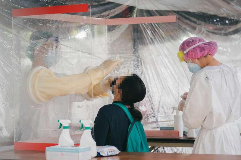 竹科專案採檢站5日啟用,移工接受快篩。(新竹市政府提供)