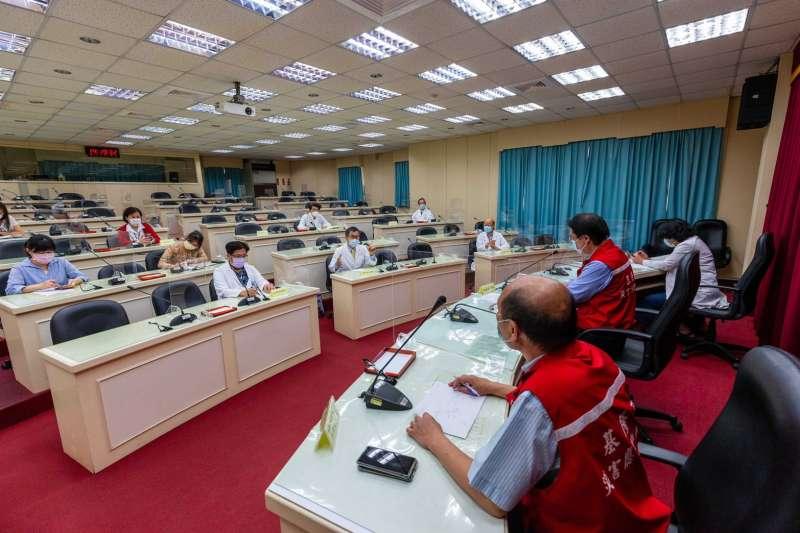 召開全市所有各級醫院討論會議,團結抗疫。(圖/基隆市政府提供)