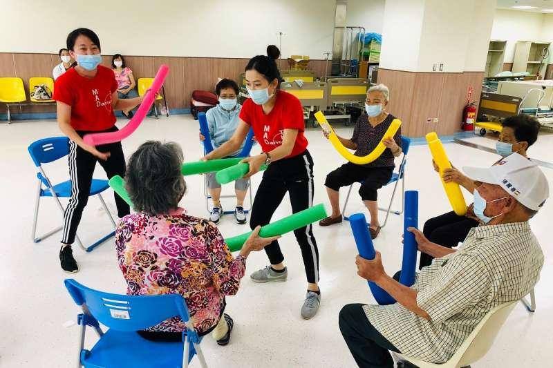 極至體能舞蹈團109年8月舉辦藝文體驗。(圖/極至體能舞蹈團)