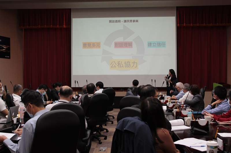 PDIS主持人說明開放政府的原則和協作會議目標.JPG