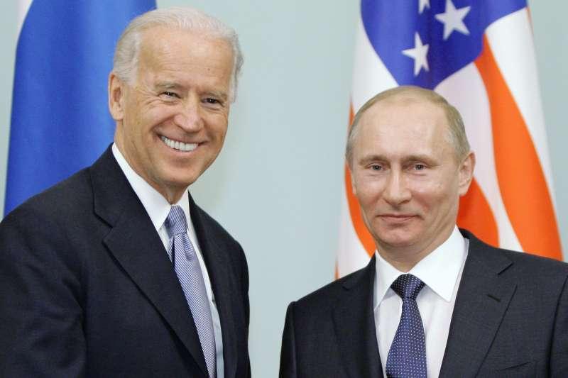 2011年3月10日,時任美國副總統拜登與俄羅斯總統普京會晤(AP)