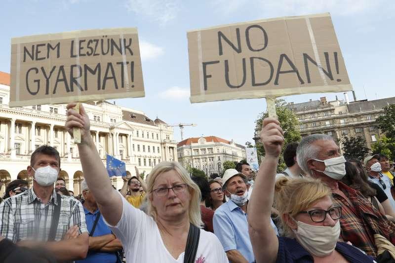 2021年6月,匈牙利首都布達佩斯民眾走上街頭,抗議中國復旦大學設立分校計畫(AP)