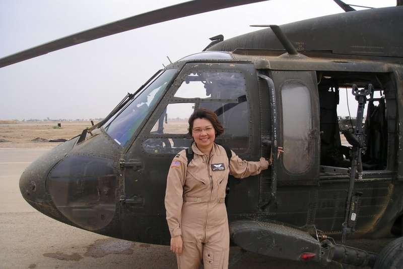 泰裔聯邦參議員達克沃斯(Tammy Duckworth)曾是馳騁伊拉克戰場的美軍飛行員。(翻攝網路)
