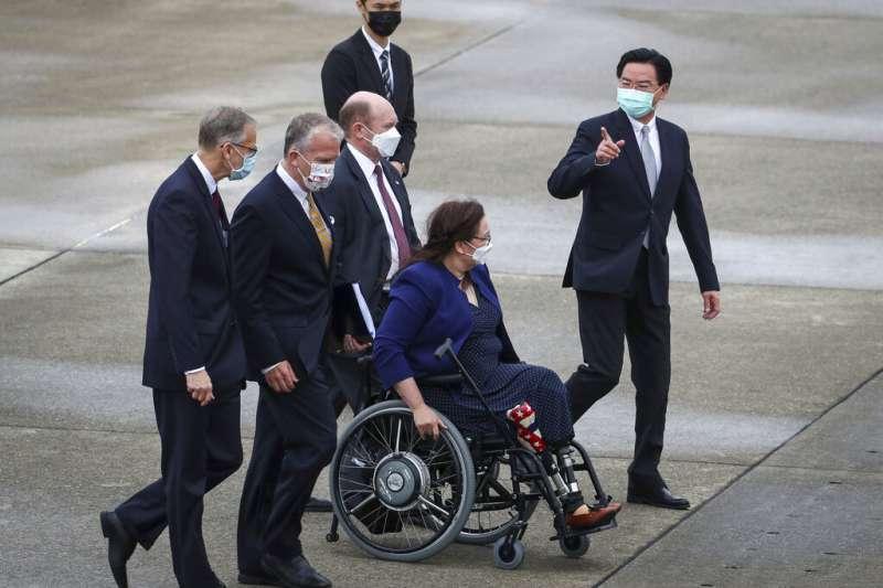 泰裔聯邦參議員達克沃斯(Tammy Duckworth)等一行人旋風訪台。(美聯社)