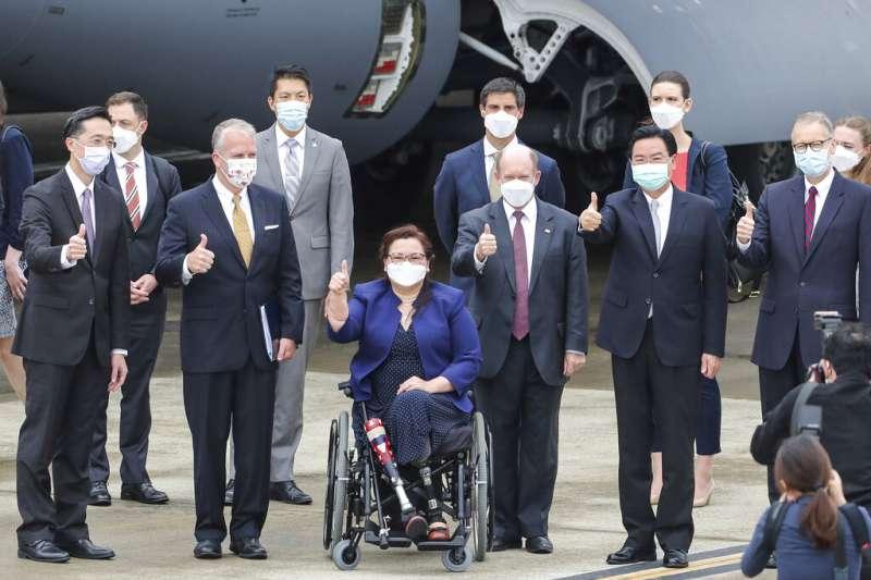 泰裔聯邦參議員達克沃斯(Tammy Duckworth)在旋風訪台的一行人中特別亮眼。(美聯社)