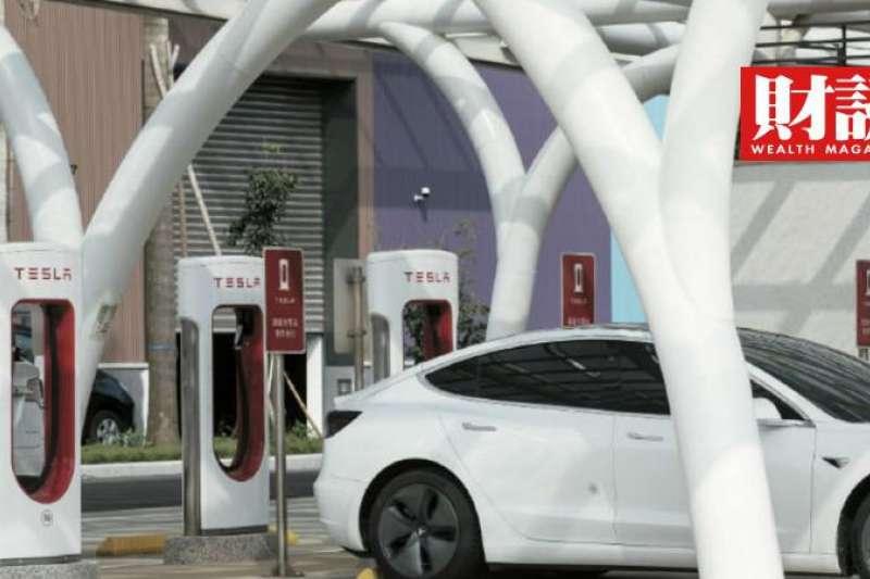 售價僅三萬人民幣的宏光Mini打敗特斯拉,躍上中國新能源車銷售王座。(圖/財訊提供)